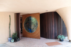 Bruce Goff, Door, Al Struckus House, Los Angeles, 1982-1994. Foto: Adam Štěch