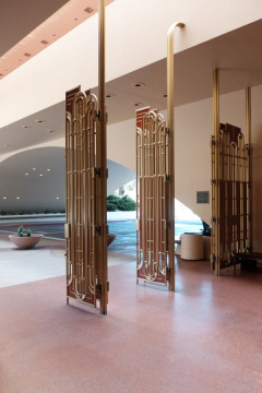 Frank Lloyd Wright and Aaron Green, Gate, Marin County Civic Center, San Rafael, 1960-1976. Foto Adam Štěch